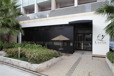 高級ホテルのような外観の大阪・難波ペットホテルレクラ