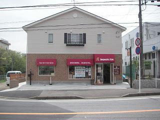 広い道路に面している店舗