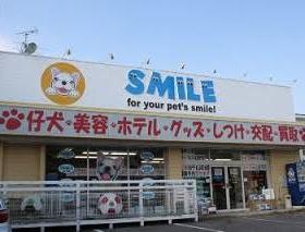 ペット総合店らしい立派な店構え