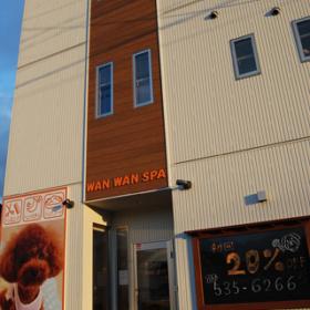 3階建てのビルの1階部分がお店