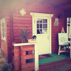 木で作られたログハウスの店舗