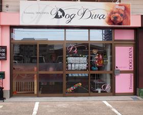 ピンクを基調としたお店外観