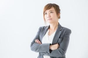 経営方法を考える女性